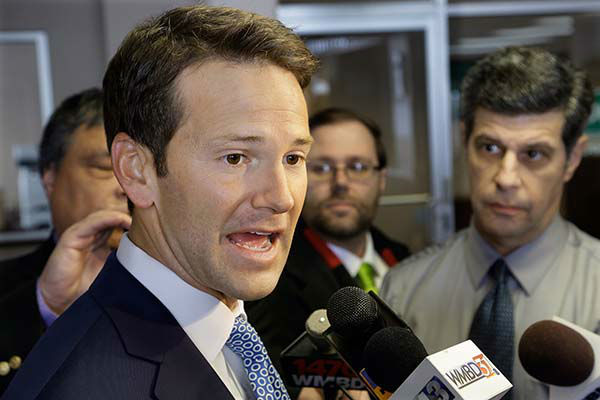 """<div class=""""meta image-caption""""><div class=""""origin-logo origin-image none""""><span>none</span></div><span class=""""caption-text"""">In this Feb. 6, 2015 file photo, Rep. Aaron Schock, R-Ill. speaks to reporters in Peoria Ill. (AP Photo/ Seth Perlman)</span></div>"""