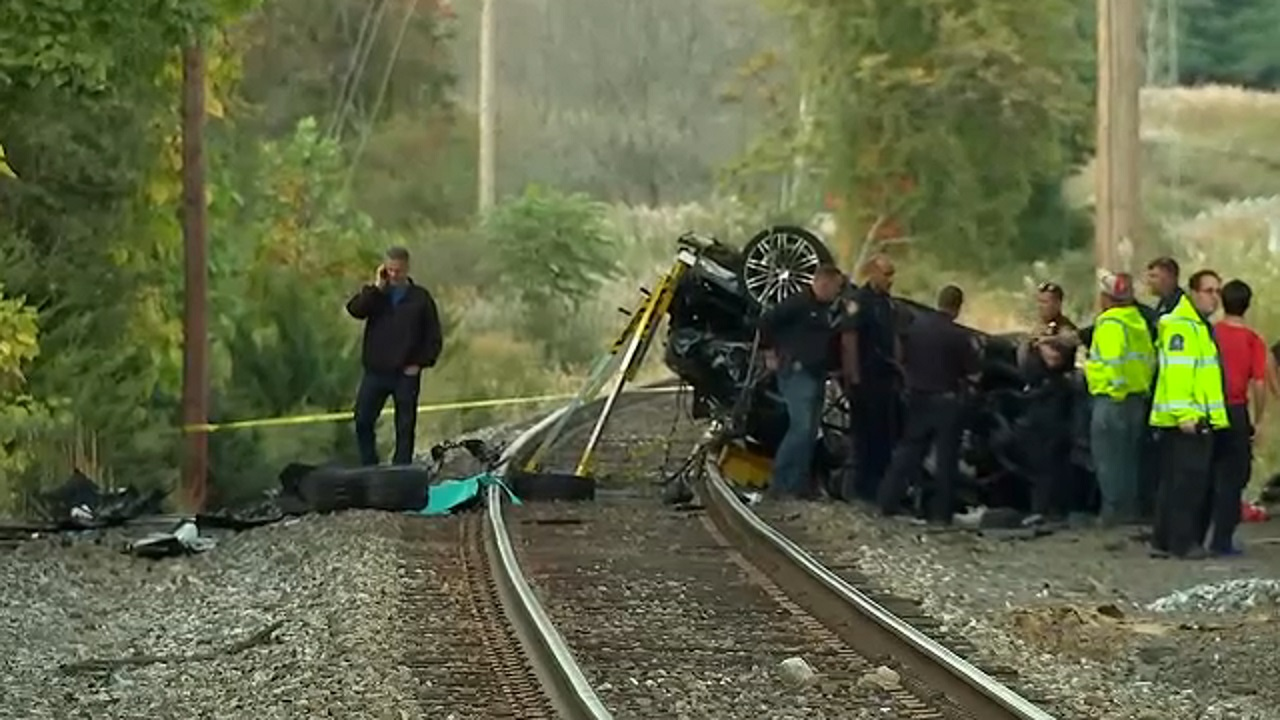 2 teens killed after car crashes onto train tracks, bursts into flames in  Pearl River