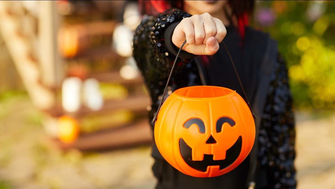 Halloween 2019 Where And When To Find Indoor Trick Or Treating Family Friendly Activities If It Snows Abc7 Chicago