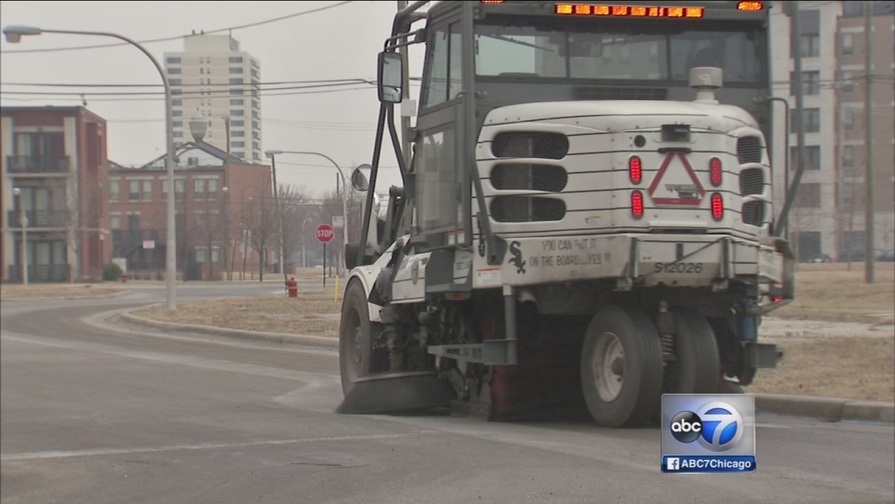Street sweeping begins early in Chicago