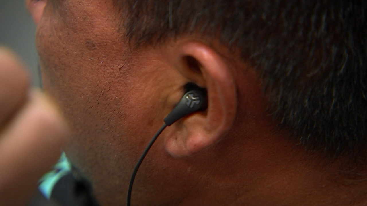 Dirty Headphones Common Tech Accessory Likely To Blame For Uptick In Infections Doctors Say Abc11 Raleigh Durham