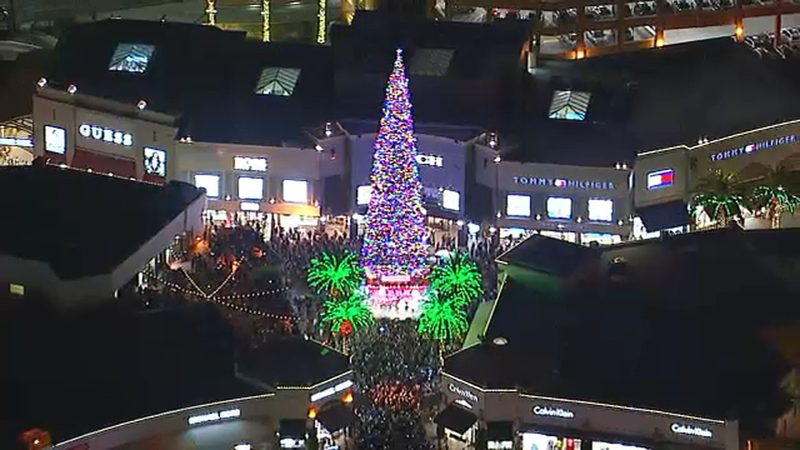 Holiday Light Displays In Southern California Abc7 Los Angeles