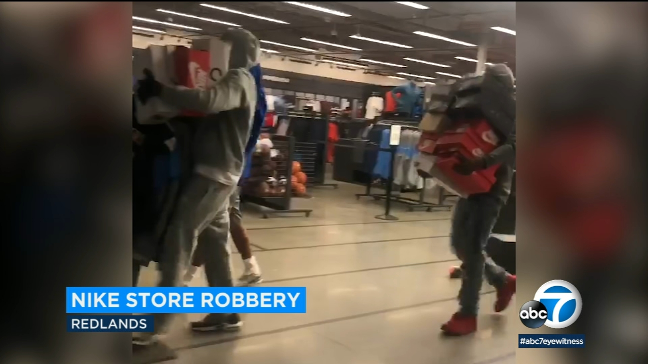 Personas mayores ponerse nervioso encuentro  Suspects captured on video robbing Nike store in Redlands - ABC7 Los Angeles