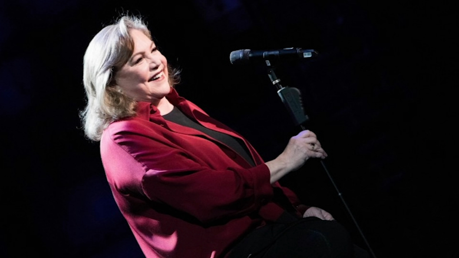 Kathleen Turner shares journey of her life, career in 'Finding My Voice' - WLS-TV