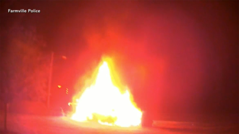Amazing Hero Cops Save Woman From Burning Car Moments Before Explosion Alphanode Cool Chair Designs And Ideas Alphanodeonline