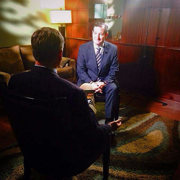 """<div class=""""meta image-caption""""><div class=""""origin-logo origin-image none""""><span>none</span></div><span class=""""caption-text"""">Tom Abrahams sitting down with Republican presidential candidate Ted Cruz</span></div>"""