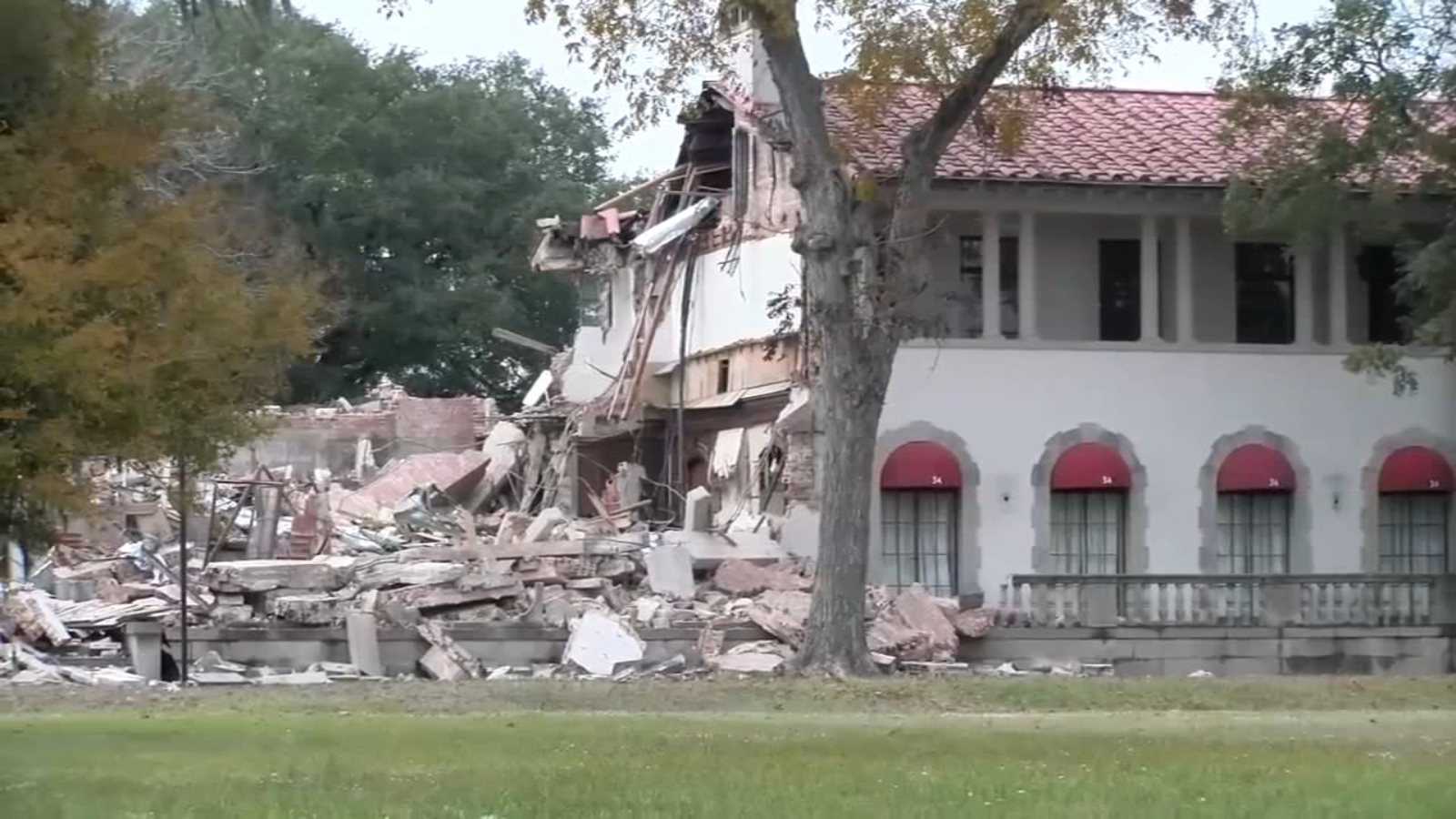 West Mansion Demolished After Decades As Clear Lake Landmark Abc13 Houston