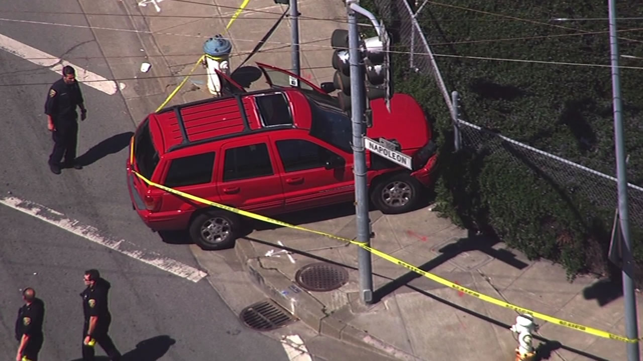 SFPD Bayview pursuit crash scene of red Jeep with police officers