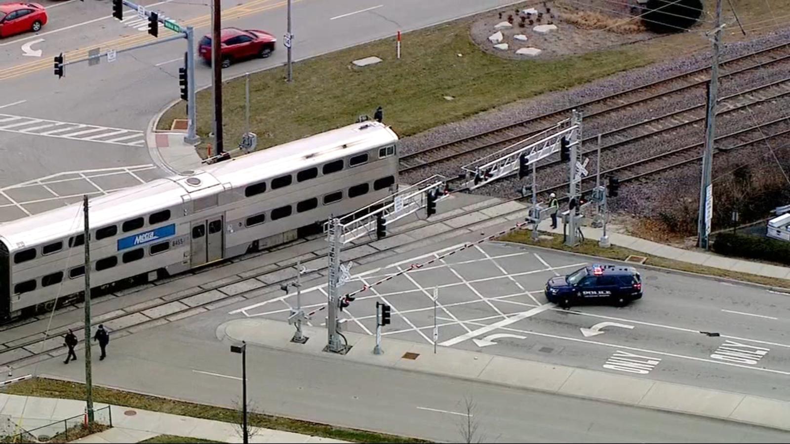 Metra train strikes, kills pedestrian in Arlington Heights; delays expected