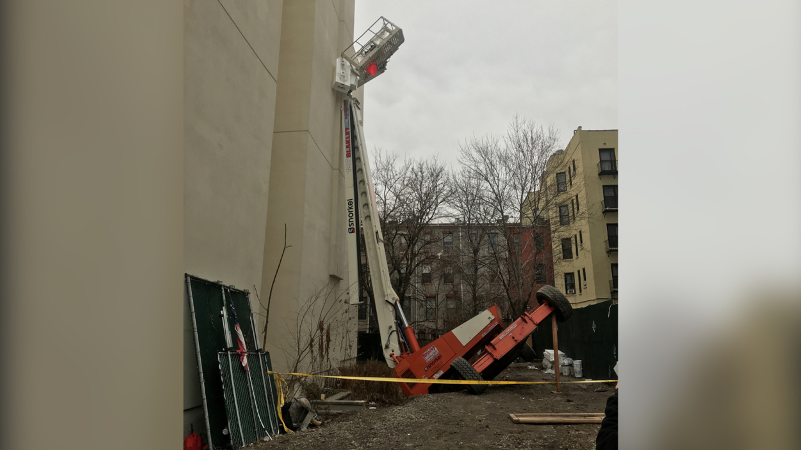 2 construction workers rescued after lift tilted into Harlem building