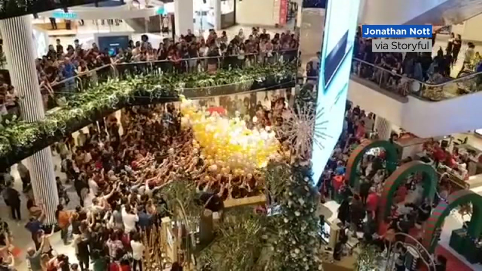 When Christmas Goes Horribly Wrong 2020 VIDEO: Shoppers injured after Christmas balloon drop in Sydney