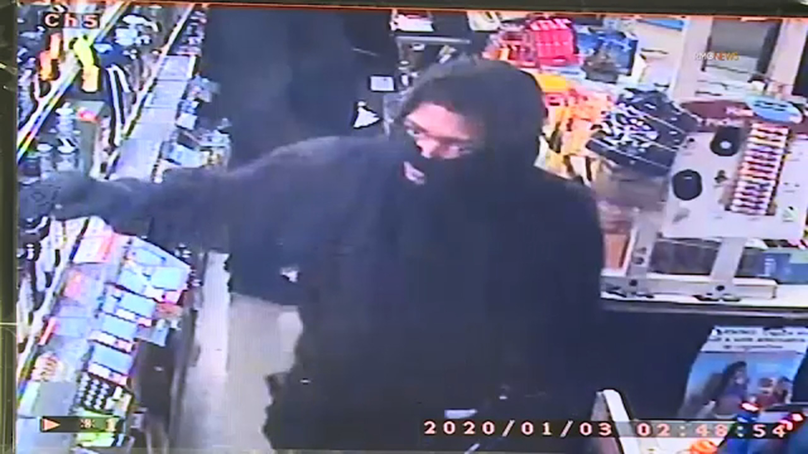 2 armed suspects sought in robbery of Mar Vista, Culver City liquor stores caught on tape