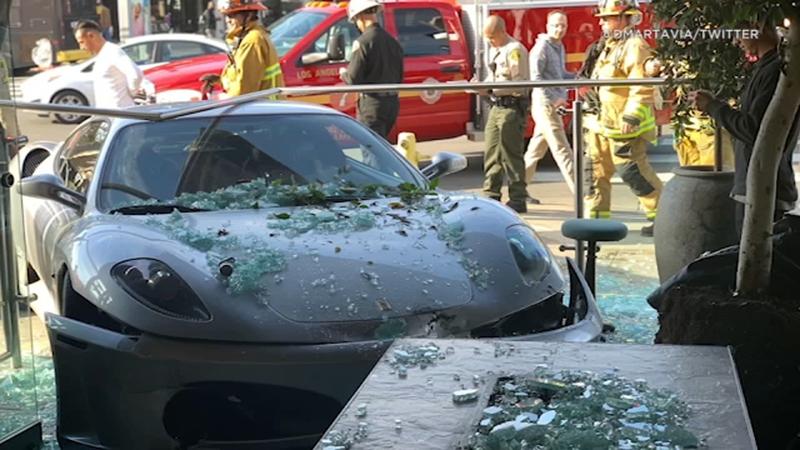 Ferrari Crashes Into Lisa Vanderpump S West Hollywood Restaurant Abc7 Chicago
