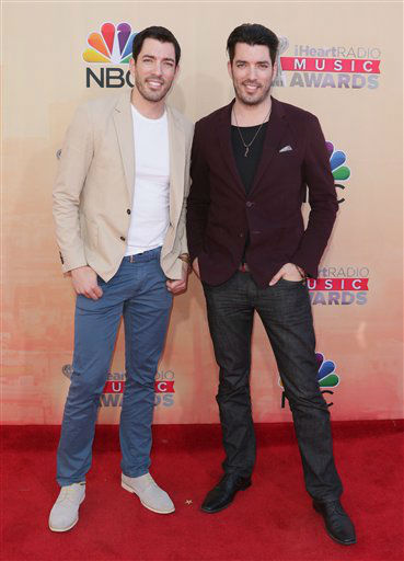 "<div class=""meta image-caption""><div class=""origin-logo origin-image none""><span>none</span></div><span class=""caption-text"">Drew Scott, left, and Jonathan Scott arrive at the iHeartRadio Music Awards at The Shrine Auditorium on Sunday, March 29, 2015 (AP)</span></div>"