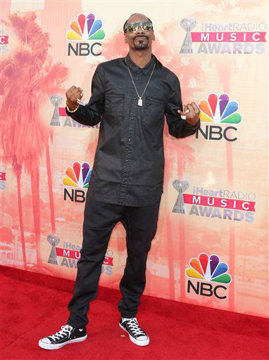"<div class=""meta image-caption""><div class=""origin-logo origin-image none""><span>none</span></div><span class=""caption-text"">Snoop Dogg arrives at the iHeartRadio Music Awards at The Shrine Auditorium on Sunday, March 29, 2015 (AP)</span></div>"