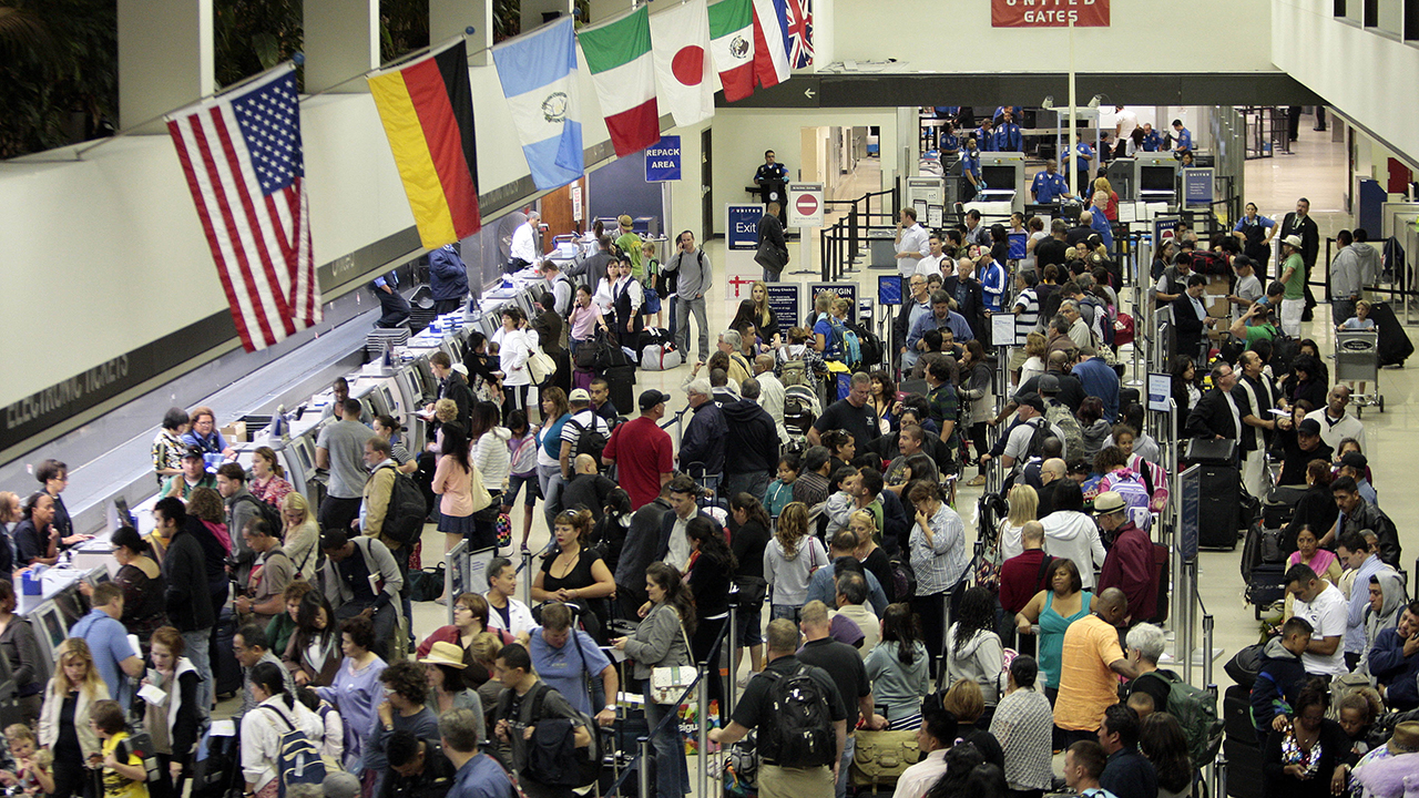 Coronavirus: LAX, 2 other airports to screen airline passengers from China for new illness