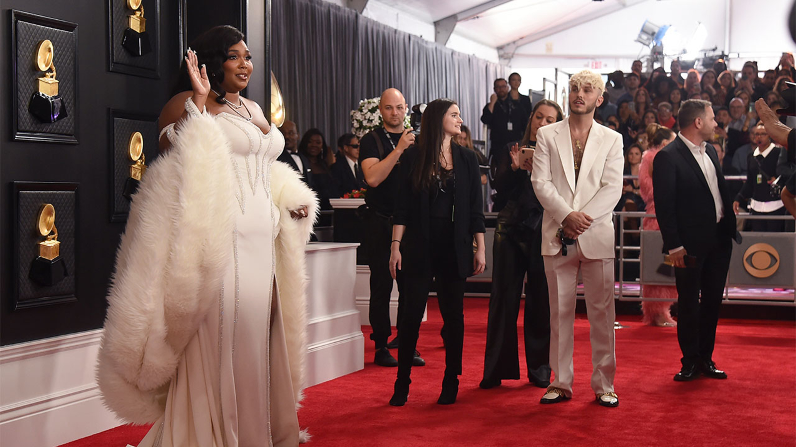 grammys red carpet 2020 see what the stars are wearing on music s biggest night abc11 raleigh durham grammys red carpet 2020 see what the stars are wearing on music s biggest night abc11 raleigh durham