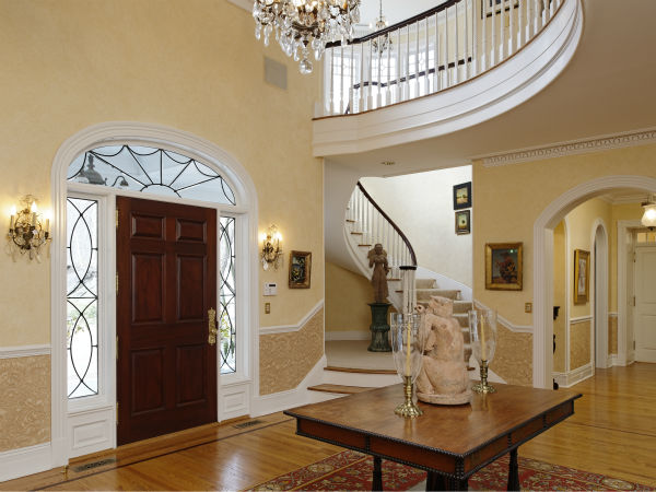 "<div class=""meta image-caption""><div class=""origin-logo origin-image ""><span></span></div><span class=""caption-text"">Ron Howard's Greenwich estate is on the market for $27.5 million. Full listing at Sotheby's International.</span></div>"
