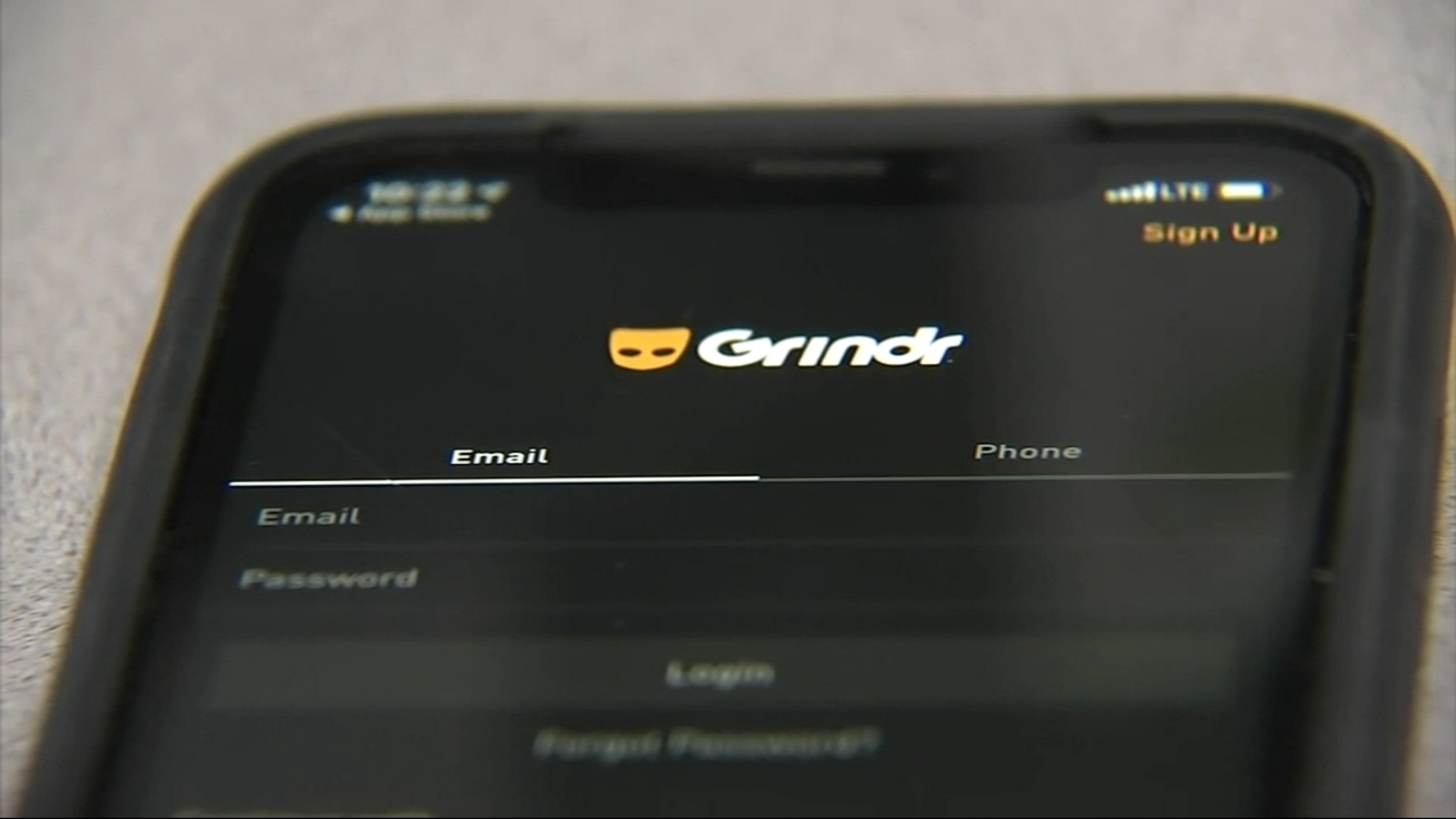Chicago Crime Police Warn Of Robber Using Grindr App To Lure Victims In Loop Streeterville Abc7 Chicago