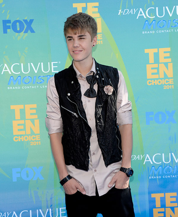 <div class='meta'><div class='origin-logo' data-origin='AP'></div><span class='caption-text' data-credit=''>Justin Bieber arrives at the Teen Choice Awards on Sunday, Aug. 7, 2011 in Universal City, Calif.</span></div>