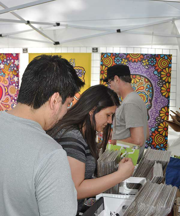 """<div class=""""meta image-caption""""><div class=""""origin-logo origin-image none""""><span>none</span></div><span class=""""caption-text"""">At Houston's Memorial Park this weekend people came out in droves to see the variety of artwork on display from artisans around the country. (KTRK/Amanda Cochran)</span></div>"""