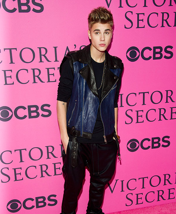 "<div class=""meta image-caption""><div class=""origin-logo origin-image ap""><span>AP</span></div><span class=""caption-text"">Justin Bieber arrives to The Victoria's Secret Fashion Show on Wednesday, Nov. 7, 2012 in New York.</span></div>"