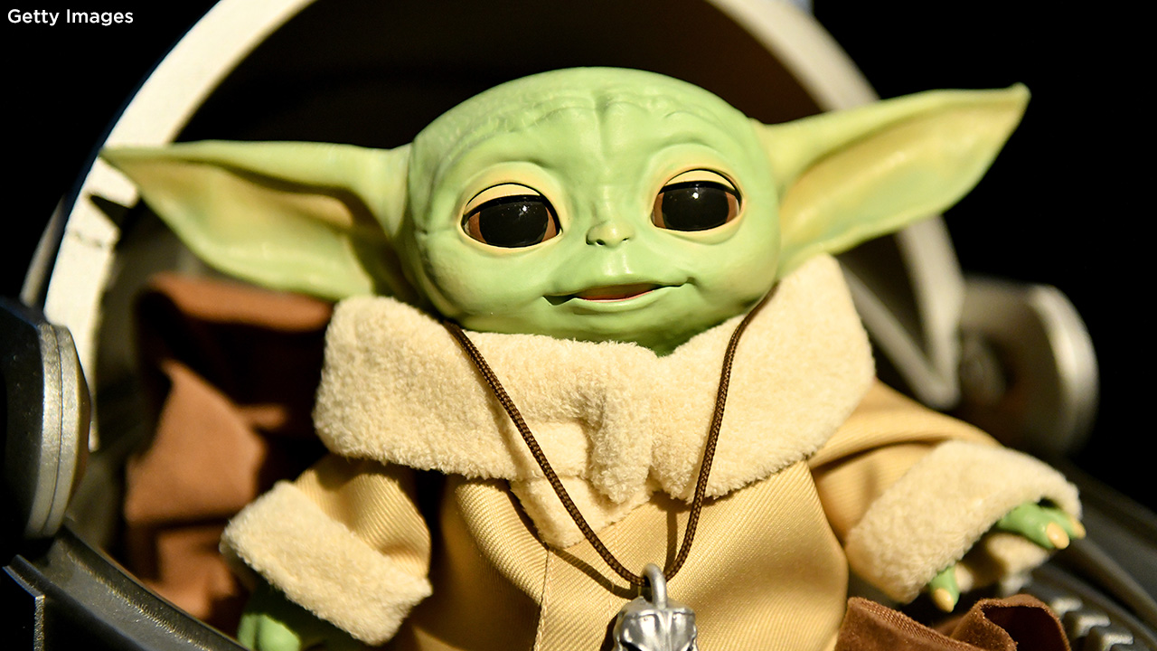 Baby Yoda Toys Sneak Peek At Animatronic Toy Build A Bear Plush Funko Pop 6abc Philadelphia