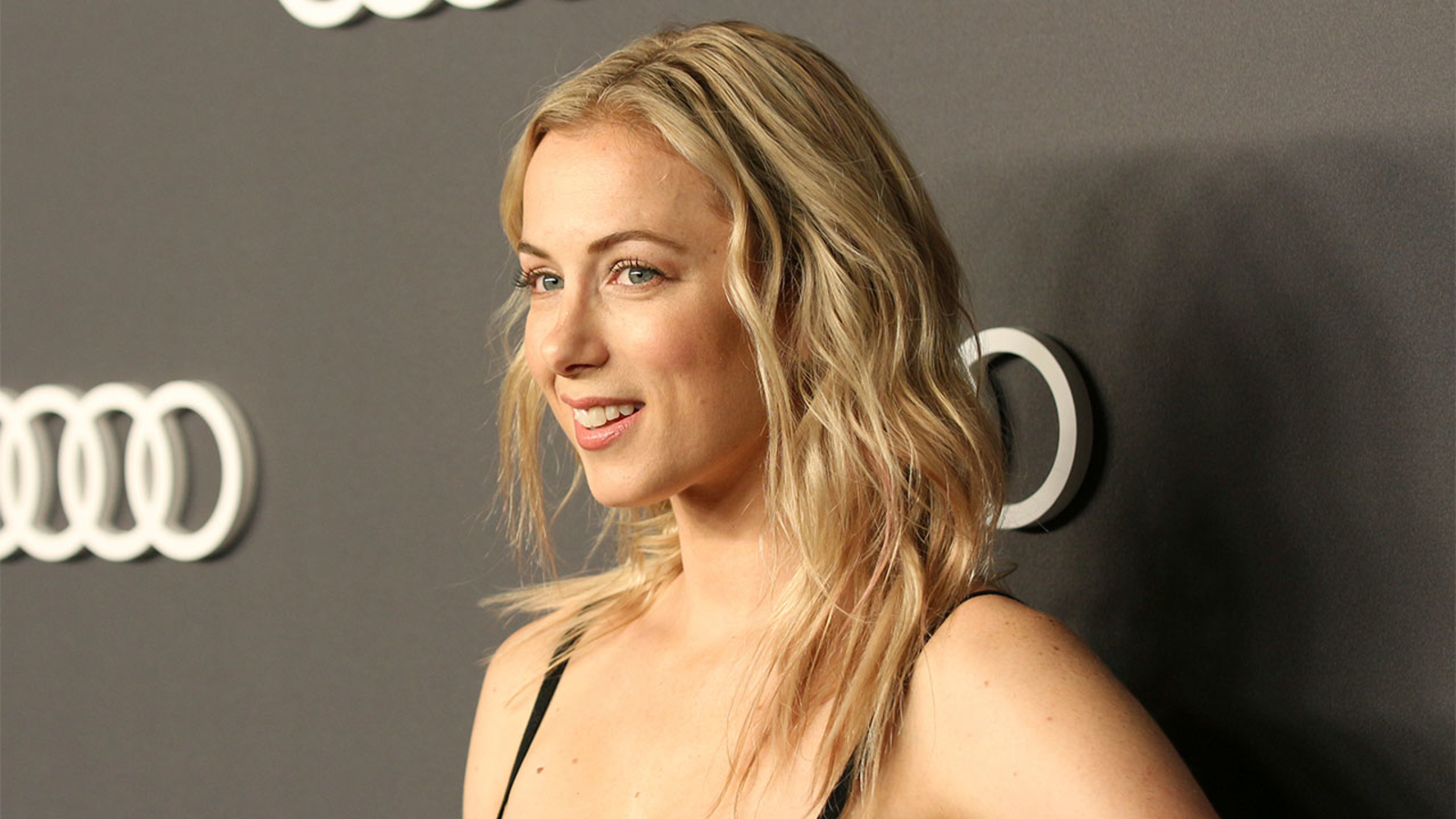 Iliza Shlesinger Landed Spenser Confidential Role After Ignoring Direction Not To Do A Boston Accent Internewscast