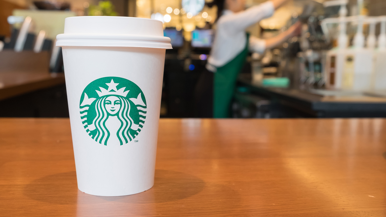 starbucks gives free coffee to first responders  medical