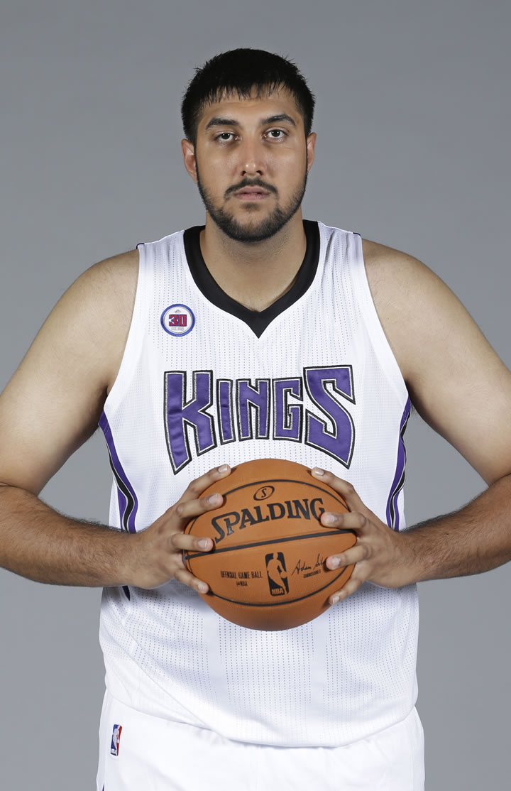 Espn Sacramento Kings To Sign Sim Bhullar Who Would Be