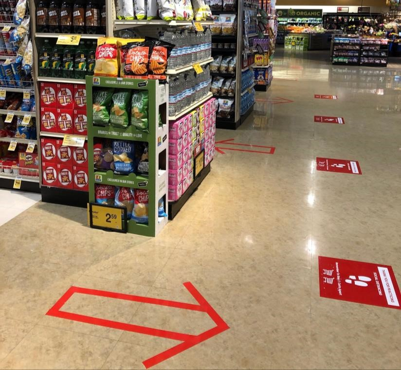 This image shows one-way shopping aisles at Safeway during the COVID-19 pandemic.