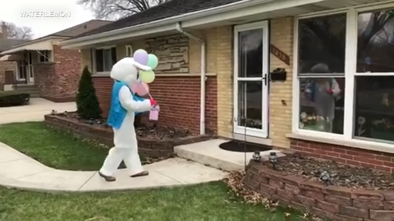 Easter Bunny makes house calls in Chicago area to help families celebrate during COVID-19 pandemic