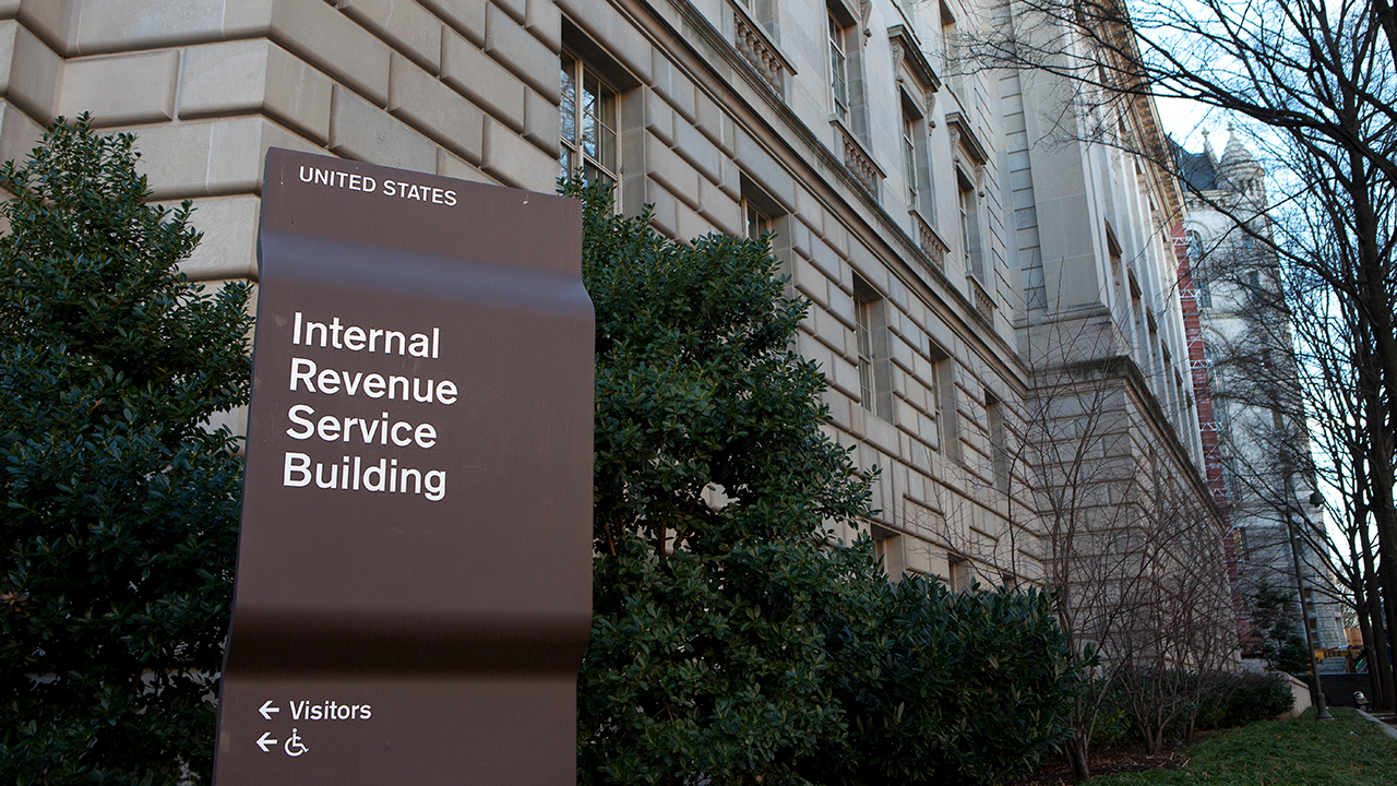 Consumer Catch Up Irs Launches Online Form For Non Filers To Get Stimulus Payments Lawmakers