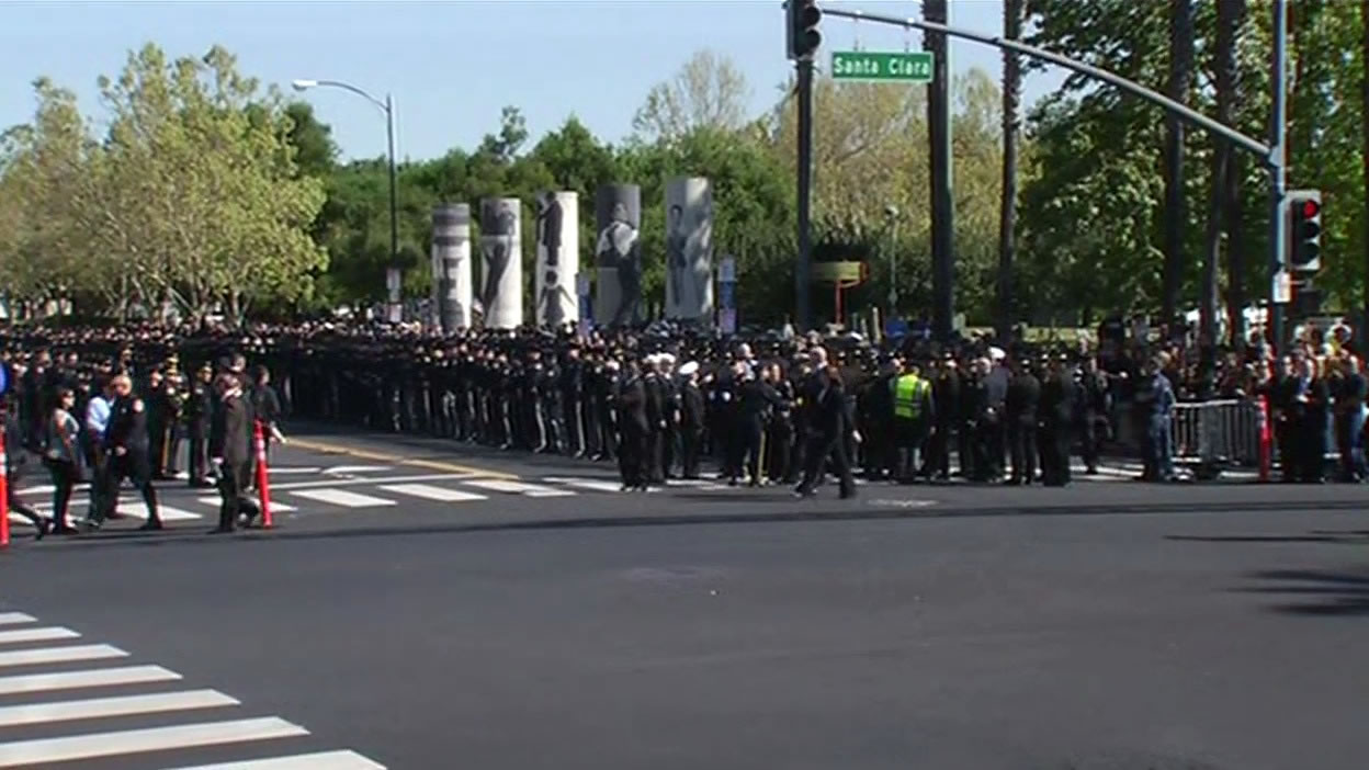 "<div class=""meta image-caption""><div class=""origin-logo origin-image kgo""><span>KGO</span></div><span class=""caption-text"">Hundreds of San Jose police officers lining up outside the SAP Center on Thursday, April 2, 2015. (KGO-TV)</span></div>"
