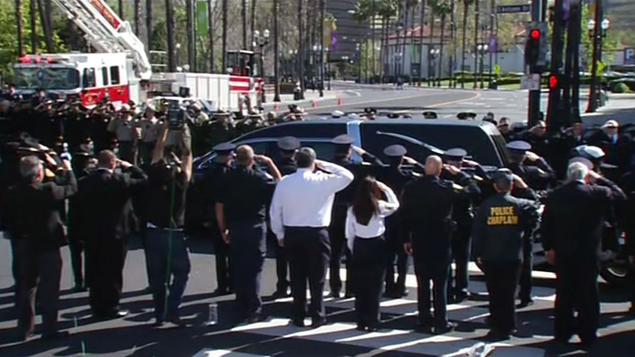 "<div class=""meta image-caption""><div class=""origin-logo origin-image kgo""><span>KGO</span></div><span class=""caption-text"">The body of SJPD Officer Michael Johnson arrives at the SAP Center on Thursday, April 2, 2015. (KGO-TV)</span></div>"