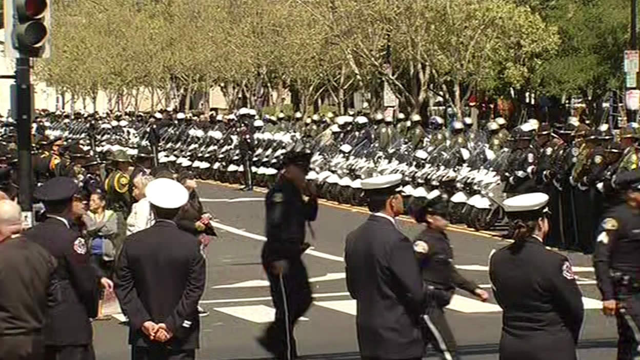 "<div class=""meta image-caption""><div class=""origin-logo origin-image kgo""><span>KGO</span></div><span class=""caption-text"">San Jose police officers and others line the streets as the Hearst departs with the body of Officer Johnson, headed to the Oak Hill Cemetery on Thursday, April 2, 2016. (KGO-TV)</span></div>"
