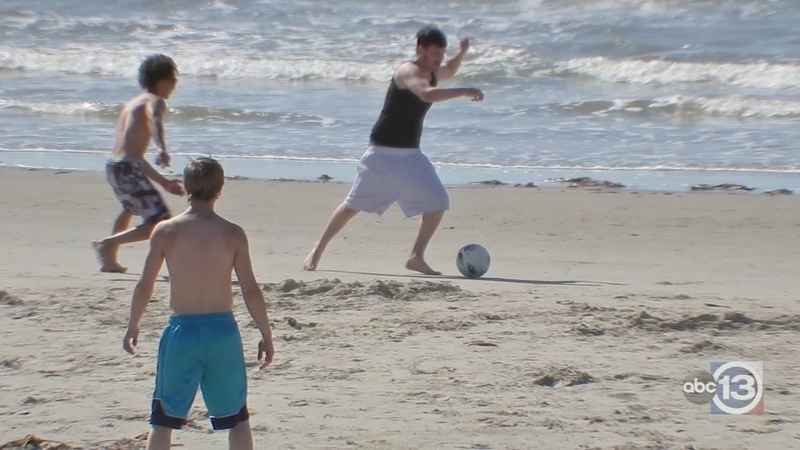 Beaches Busy In Galveston On Reopening Day Abc13 Houston