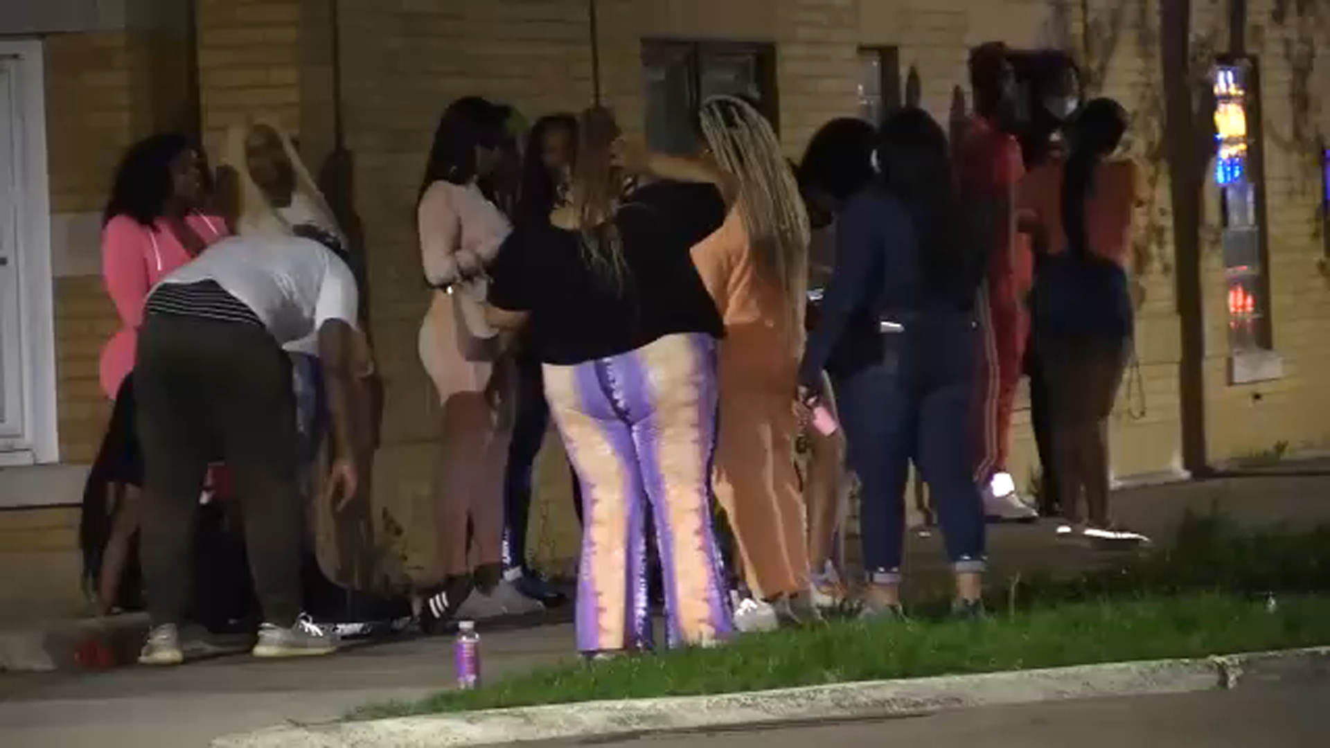 Coronavirus Chicago Cpd Officers Break Up Multiple House Parties Gatherings Despite Stay At Home Order Warnings Abc7 Chicago