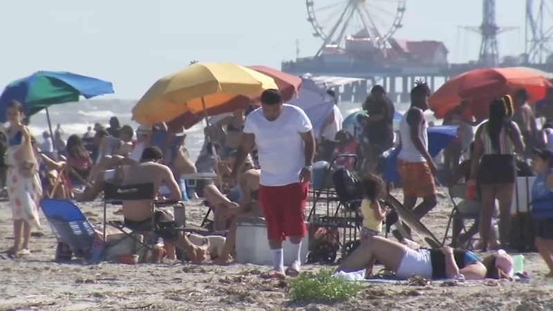 Crowds Flock To Galveston Beaches For Second Weekend In A Row