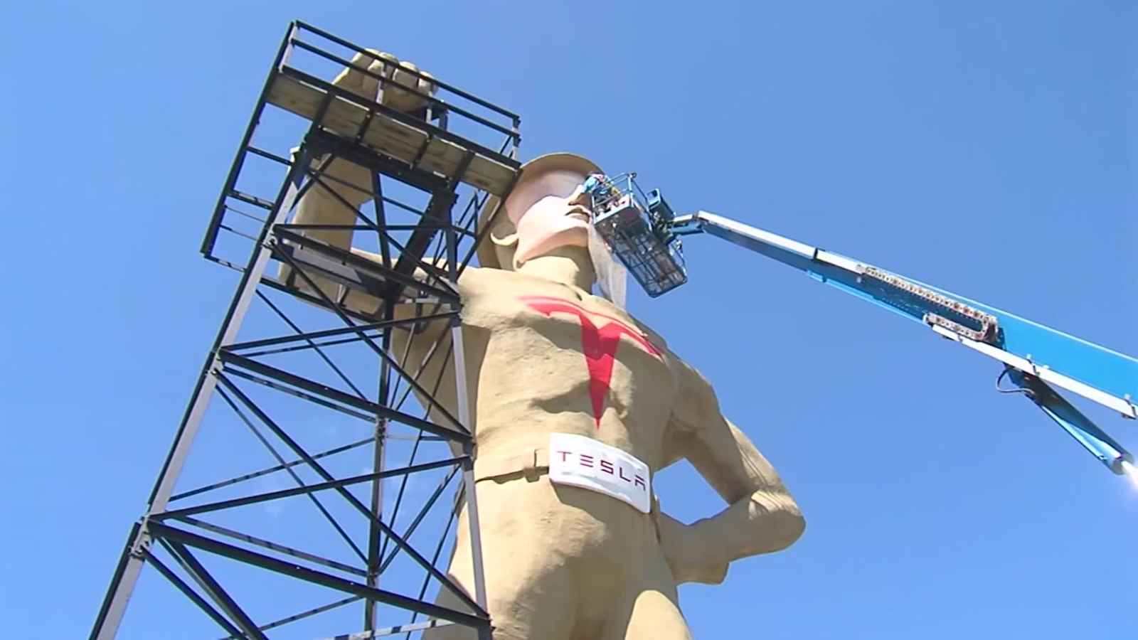 Tulsa For Tesla Us Oil City Uses 75 Foot Tall Statue Of Elon Musk To Persuade Ceo To Build New Electric Car Factory Abc7 San Francisco