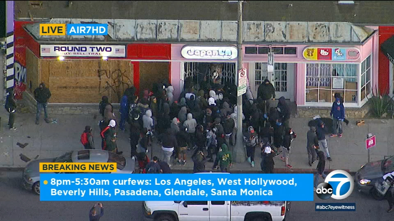 The Grove Los Angeles: Protesters loot