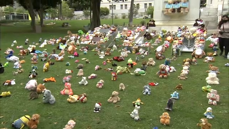 Teddy bears raise awareness for Black Lives Matter movement in Downtown Los  Angeles - ABC7 Los Angeles