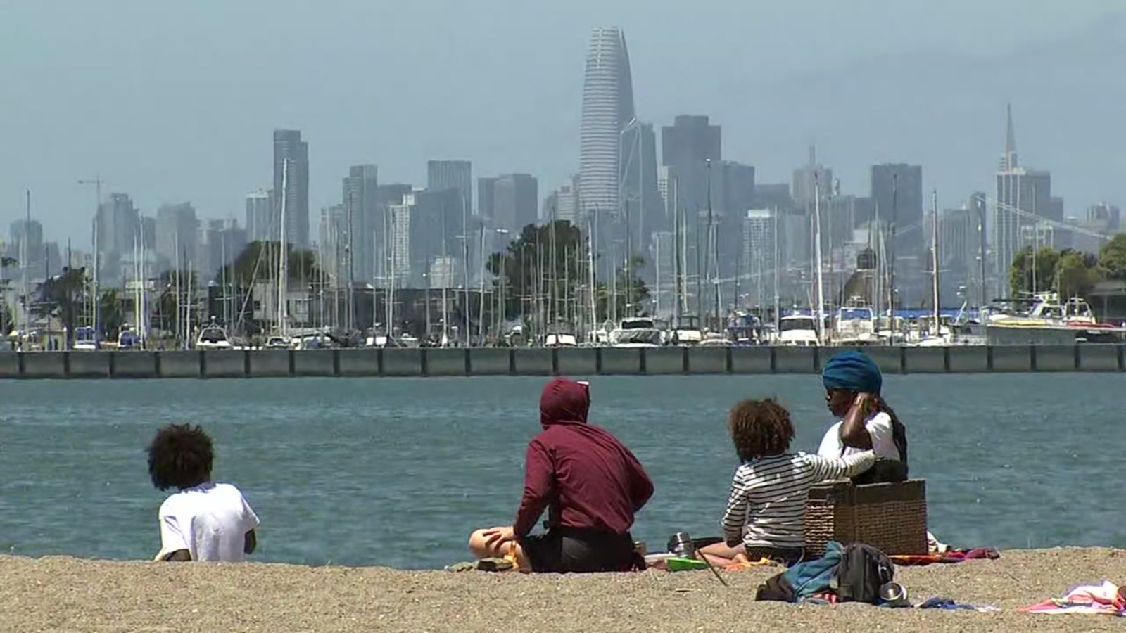 Alameda beaches remain open for July 4th holiday despite surging coronavirus cases in Alameda County