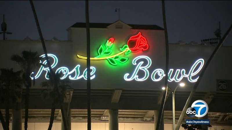 Tribeca Drive In Series Moviegoers Rejoice As Rose Bowl In Pasadena Turns Into Drive In Theater This Summer Abc7 Los Angeles