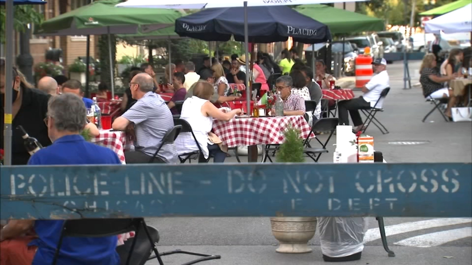 Chicago shared streets dining program expands to Wells, Clark in River North; Gold Coast closures extend to 7 days a week
