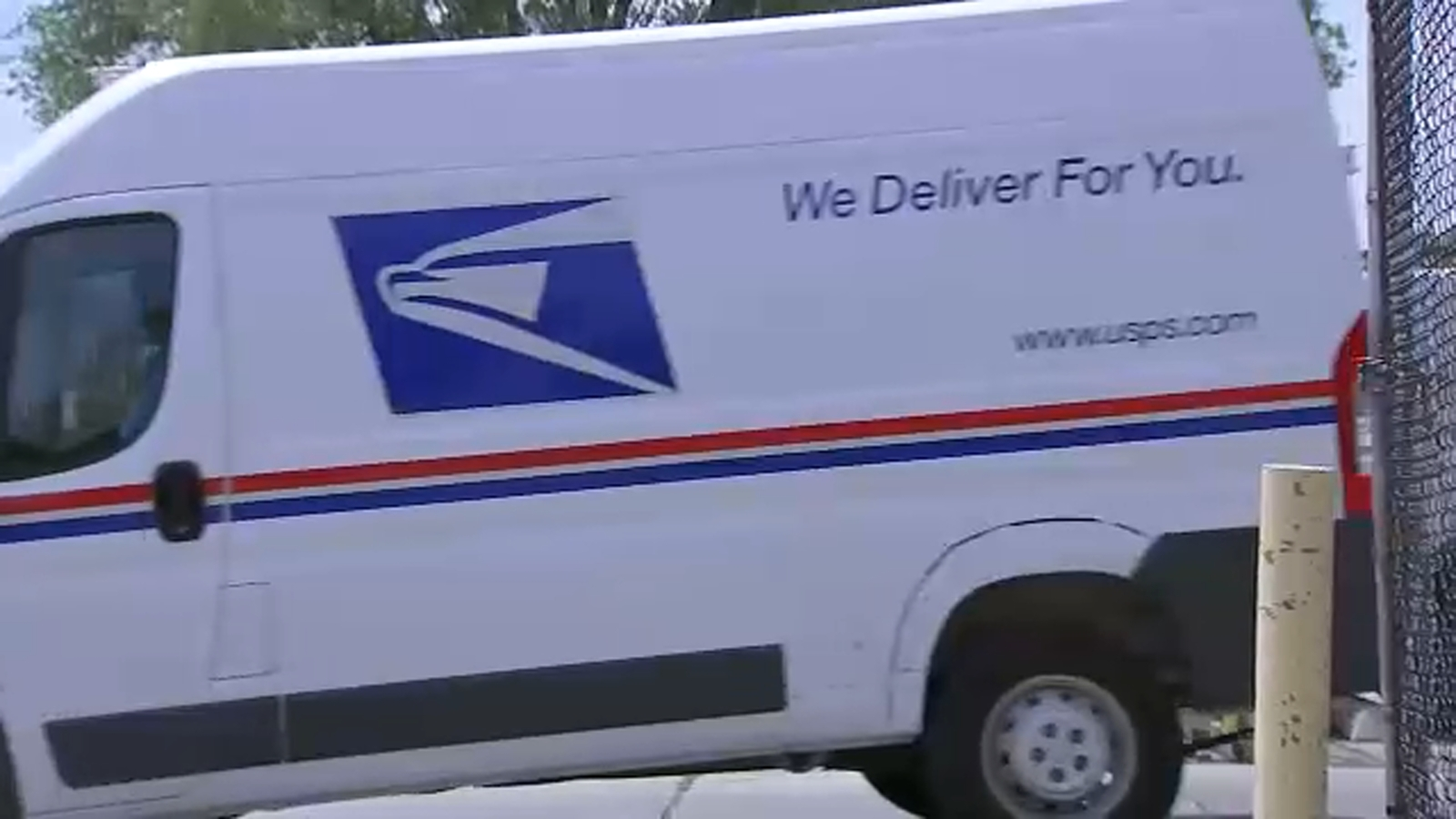 USPS struggles to keep up mail deliveries in Chicago amid pandemic