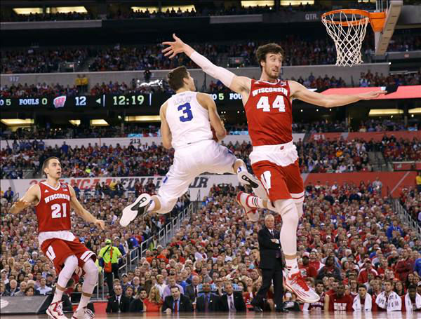 "<div class=""meta image-caption""><div class=""origin-logo origin-image none""><span>none</span></div><span class=""caption-text"">Duke's Grayson Allen (3) drives to the basket between Wisconsin defenders Josh Gasser, left, and Frank Kaminsky, right. (AP Photo/Michael Conroy)</span></div>"