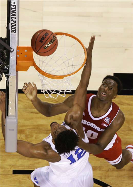 "<div class=""meta image-caption""><div class=""origin-logo origin-image none""><span>none</span></div><span class=""caption-text"">Wisconsin's Nigel Hayes, right, shoots over Duke's Justise Winslow during the first half. (AP Photo/David J. Phillip)</span></div>"