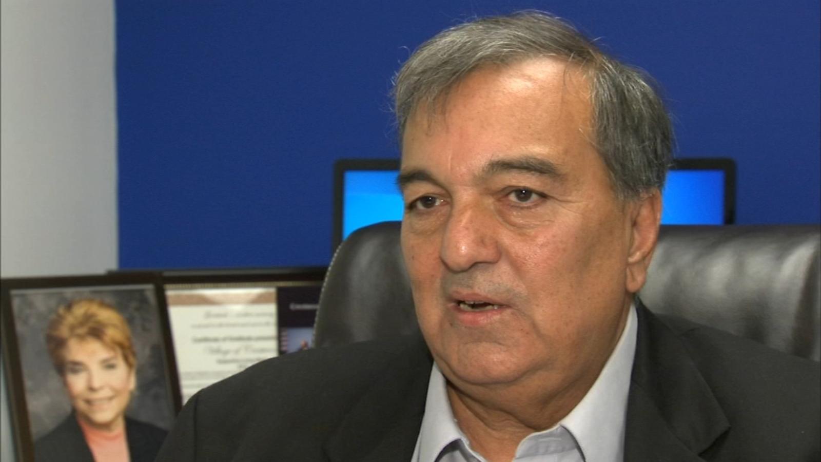 Crestwood mayor charged in red-light camera bribery scheme, false tax return filing
