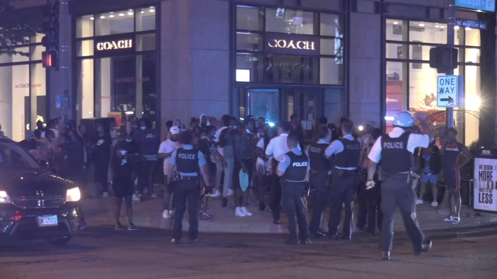Chicago Looting Violence Property Damage Devastates Michigan Avenue Loop Gold Coast More Than 100 Arrested Police Say Abc7 Chicago